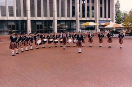 16huge1990-anzac-day