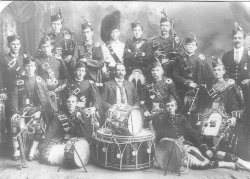 1900-guess-perth-caledonian-pipe-band