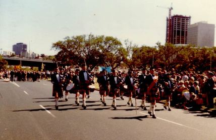 6huge1982-anzac-day