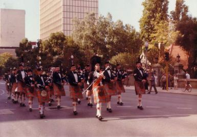 8huge1985-004-anzac-day