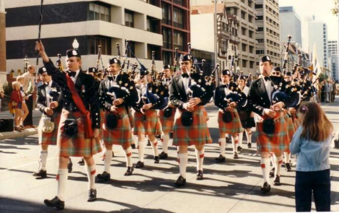 9huge1986-004-anzac-day